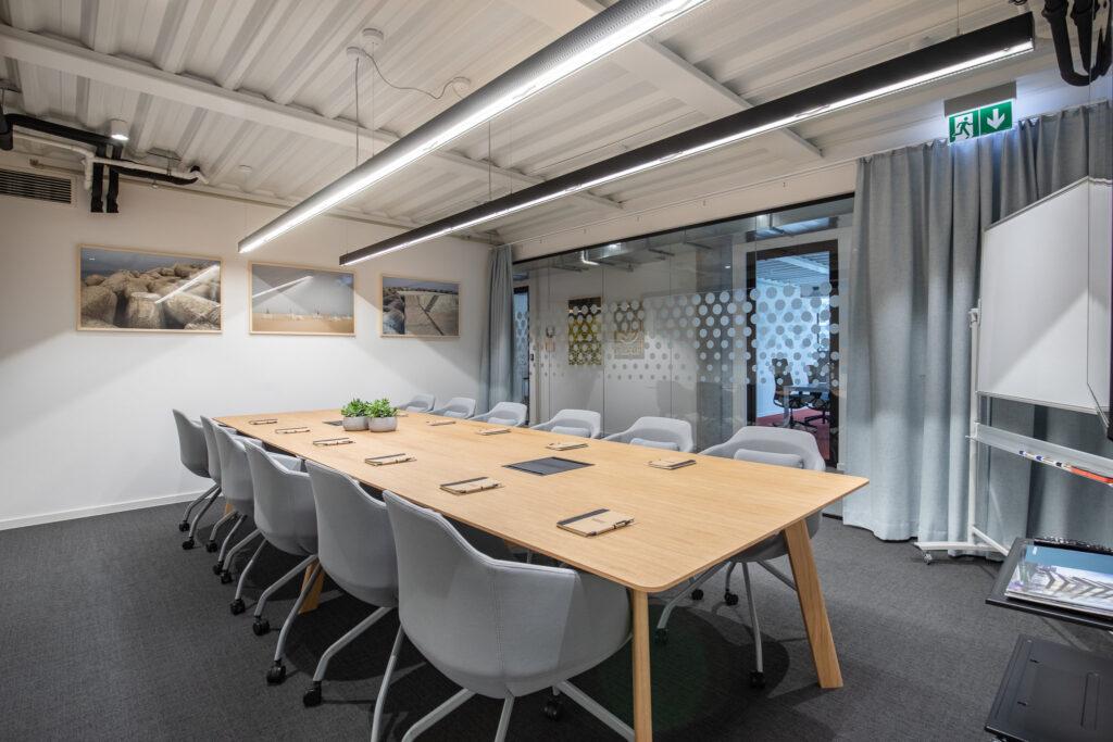 Fotografia sali biurowej dla dwunastu osób w Krakowie
